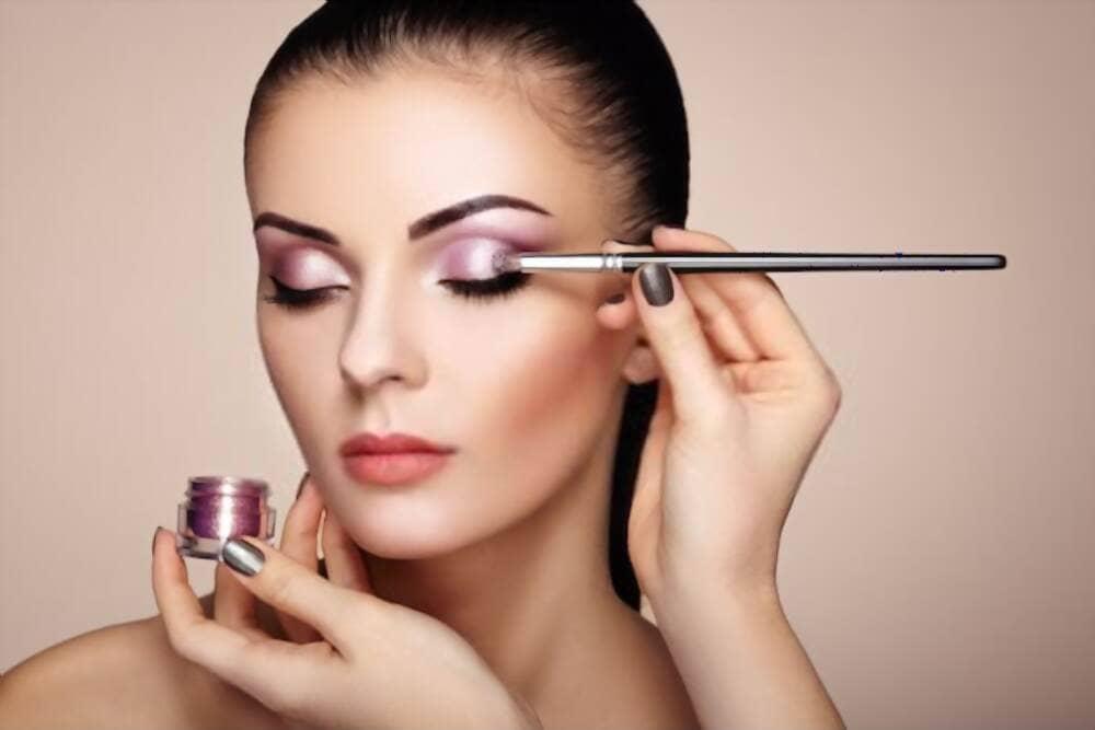 Agregue maquillaje digital a las fotos para una apariencia glamorosa